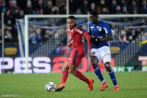 Ibrahima Sissoko au duel avec Jules Koundé