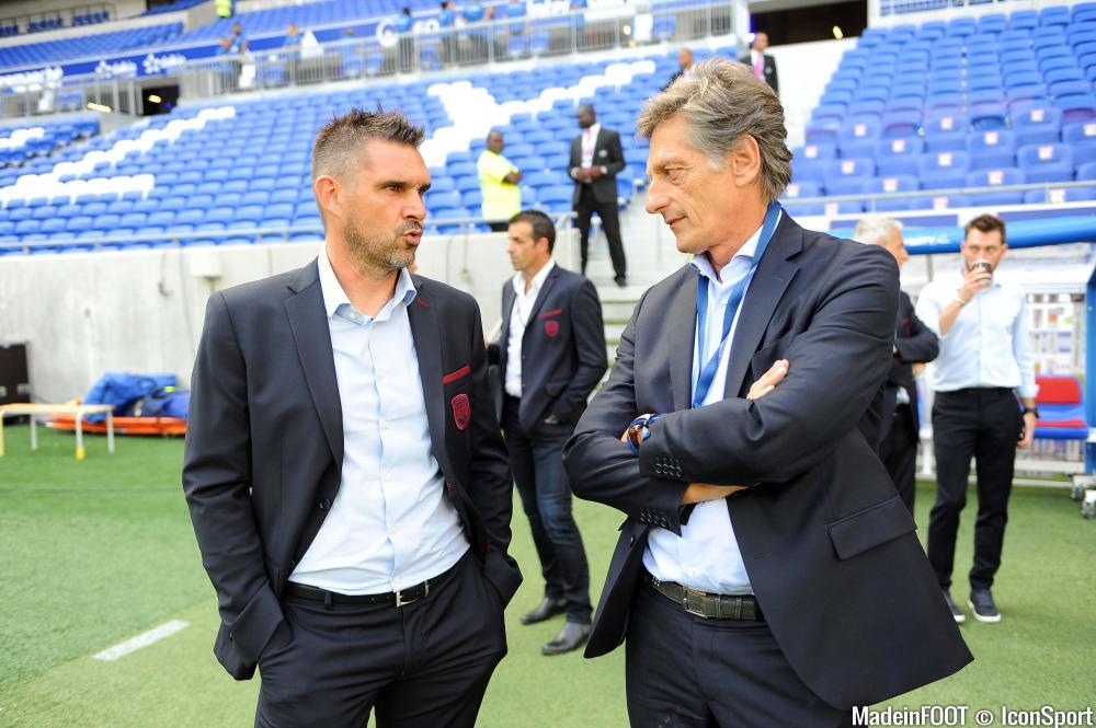 Nicolas de Tavernost, en discussion avec son coach Jocelyn Gourvennec