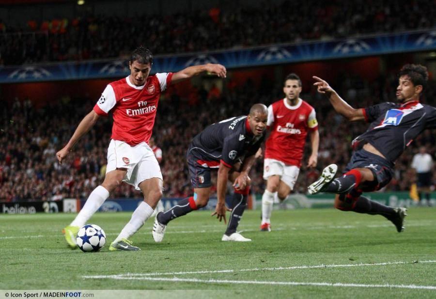 Marouane Chamakh, ici sous les couleurs d'Arsenal, pourrait retrouver Bordeaux.