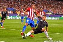 Stefan Savic and Robert Lewandowski during the Champions League between Atletico Madrid and Bayern Munich on 28th September 2016